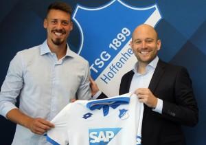 Neuzugang-Sandro-Wagner-links-und-TSG-Direktor-Profifußball-Alexander-Rosen-rechts-300x211