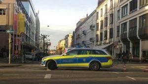 Heidelberg – NACHTRAG: Mann fährt am Bismarckplatz in Personengruppe; 3 Personen verletzt, davon 1 schwer; Tatverdächtiger festgenommen