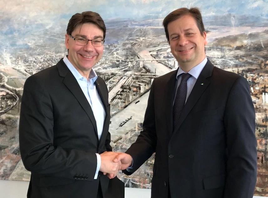 Im SAP-Hauptquartier in Walldorf traf Landaus Oberbürgermeister Thomas Hirsch (l.) auf Luca Mucic, SAP-Vorstandsmitglied und Vorsitzender des Vereins Zukunft Metropolregion Rhein-Neckar. Quelle Stadt Landau i. d. Pfalz