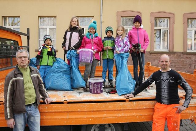 Helfer gesucht: Beim Dreck-weg-Tag packen Jung und Alt an, um gemeinsam Hockenheim sauberer zu machen. Quelle: Stadtverwaltung Hockenheim