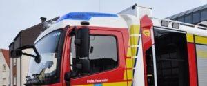 Schwetzingen – Vollsperrung der Bochumer Straße am Montagabend – Sattelzug hatte Kohlenwasserstoff geladen – Feuerwehr mit fast 30 Mann im Einsatz
