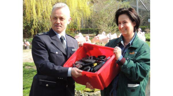 """Landau – Polizeidirektion übergibt """"Ausgediente Polizeihandys für den Umweltschutz"""""""