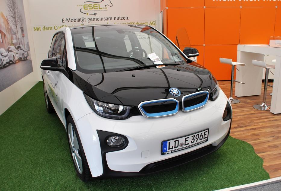 Vier BMW i3 gehören zur Carsharing-Flotte der EnergieSüdwest. Ab dem 2. Quartal 2017 können die Fahrzeuge flexibel im Landauer Stadtgebiet ausgeliehen und wieder abgestellt werden.