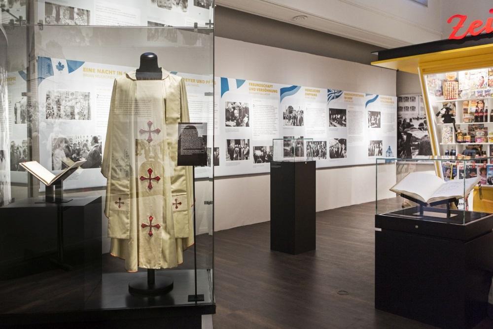 Papstgewand_WeltbuehneSpeyer_Raumansicht (002)