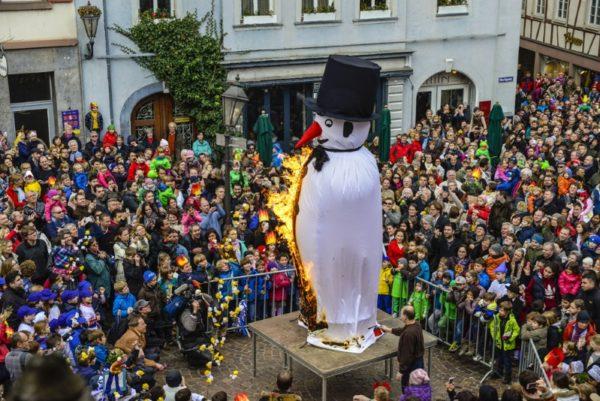 Weinheim – Großer Weinheimer Sommertagszug am Sonntag, 26. März