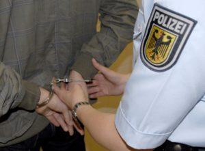 Mannheim-Innenstadt – Mutmaßliche Autoaufbrecher festgenommen! Zeugen gesucht!