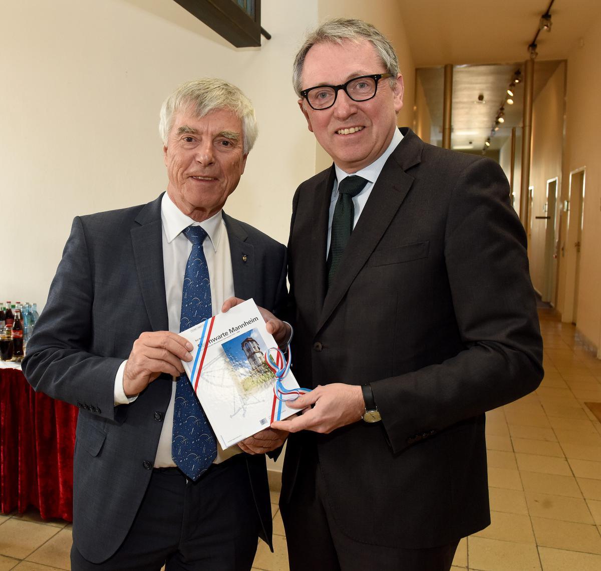 Oberbürgermeister Dr. Peter Kurz zusammen mit Ulf Merbold © Stadt Mannheim, Fachbereich Presse und Kommunikation, Bild: Thomas Tröster