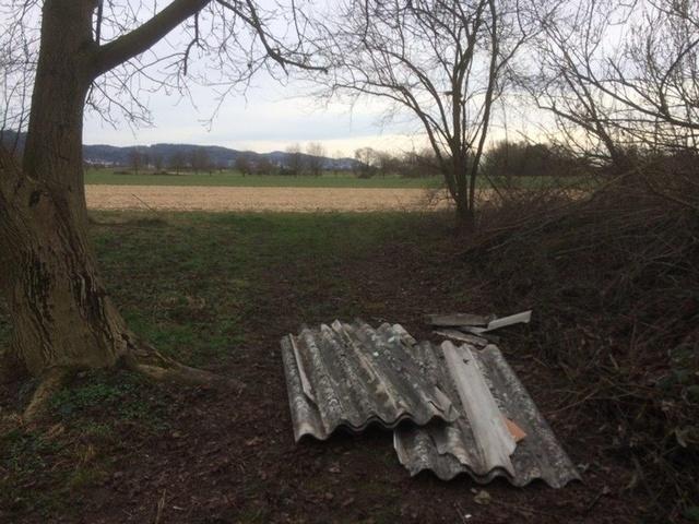pol-ma-weinheim-rhein-neckar-kreis-asbestplatten-in-der-landschaft-entsorgt-zeugen-gesucht-bild