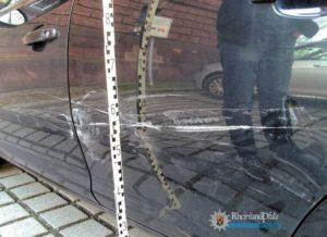 Eppelheim – Zweimal Unfallflucht: Beträchtliche Schäden an geparkten Autos