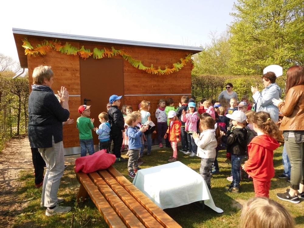 hockenheim neues holzhaus im park kindergarten. Black Bedroom Furniture Sets. Home Design Ideas