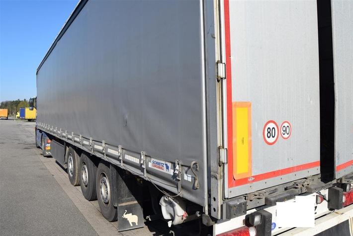 Bild der aufgeschlitzten Plane - Bildquelle: Polizeidirektion Kaiserslautern