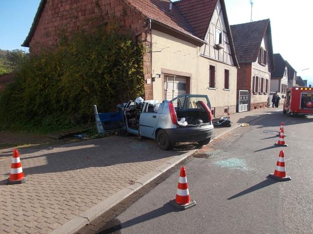 pol-pdld-annweiler-queichhambach-queichtalstrasse-am-30-04-2017-um-7-00-uhr-verkehrsunfall-mit-schwe