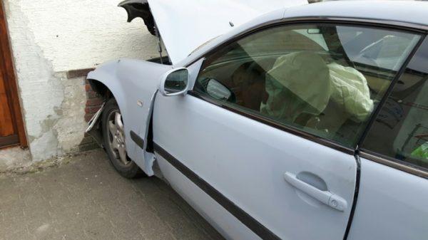 Worms – Betrunkener PKW-Fahrer prallt gegen Hauswand