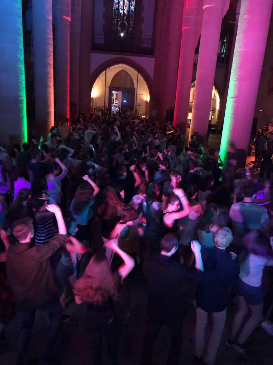 Das Foto ist  während der Jugendparty am Freitag Abend entstanden. Bildnachweis: Tanzschule Nuzinger GmbH