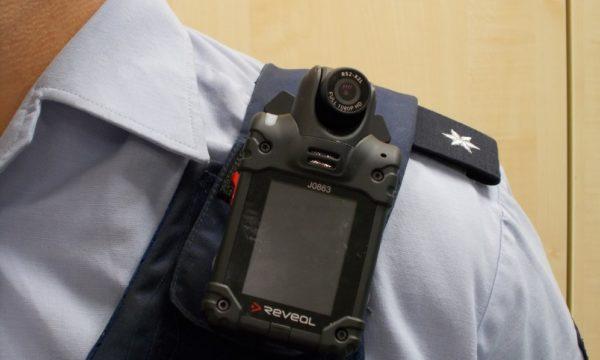Speyer – Drei Polizeibeamte verletzt