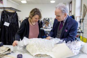 Weinheim – Der Herr der Geschichten – Manfred Scholz leitet die Kostümschneiderei / Vliesstoffe von Freudenberg machen besondere Kostüme möglich