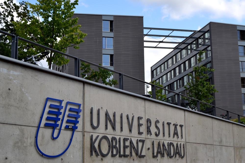 Info 300 Universitätspräsidentin (002)