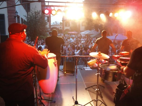 Weinheim – Ein Fest mit Botschaft und guter Laune – Internationales Kulturfest am Sonntag, 2. Juli, mit Kubanischer Musik am Abend im Schlosshof