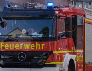 Weinheim – Brand eines zweistöckigen Wohnauses in Rippenweiher: 100.000 Euro Schaden und 2 verletzte Feuerwehrmänner