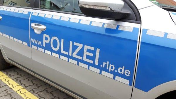 Schifferstadt –  Pkw fährt auf nur drei Rädern