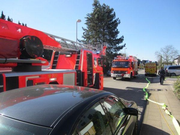 Hockenheim – Wohnungsbrand in Mehrfamilienhaus: Feuerwehr verhindert schlimmeres