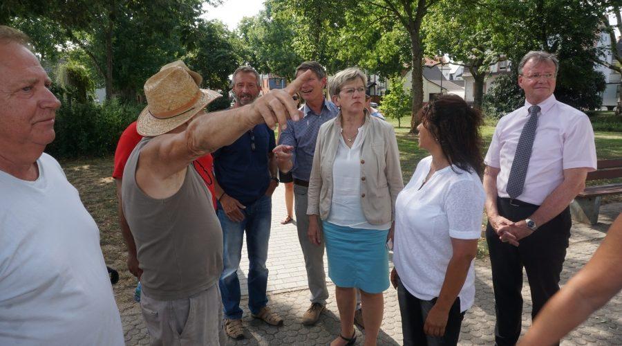 Mannheim – Vor Ort im Grünen: Bürgermeisterin Felicitas Kubala im Karl-Schweizer-Park