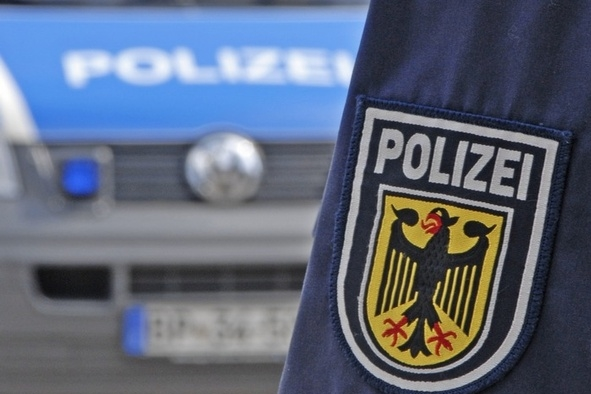 Heidelberg – Aggressiver Mann schlägt Mitarbeiterin der Deutschen Bahn AG-Zeugen gesucht