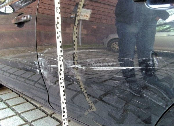 Nußloch – 2.500 Euro Schaden an geparktem Audi angerichtet und weggefahren