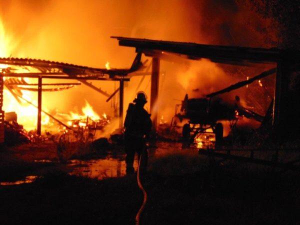 Neuhofen / Beindersheim – Polizei untersucht Brandorte nach Scheunenbrand in Neuhofen und Lagerhallenbrand in Beindersheim