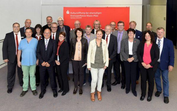 Rhein-Pfalz-Kreis – Sparkassenstiftung übergibt Spenden