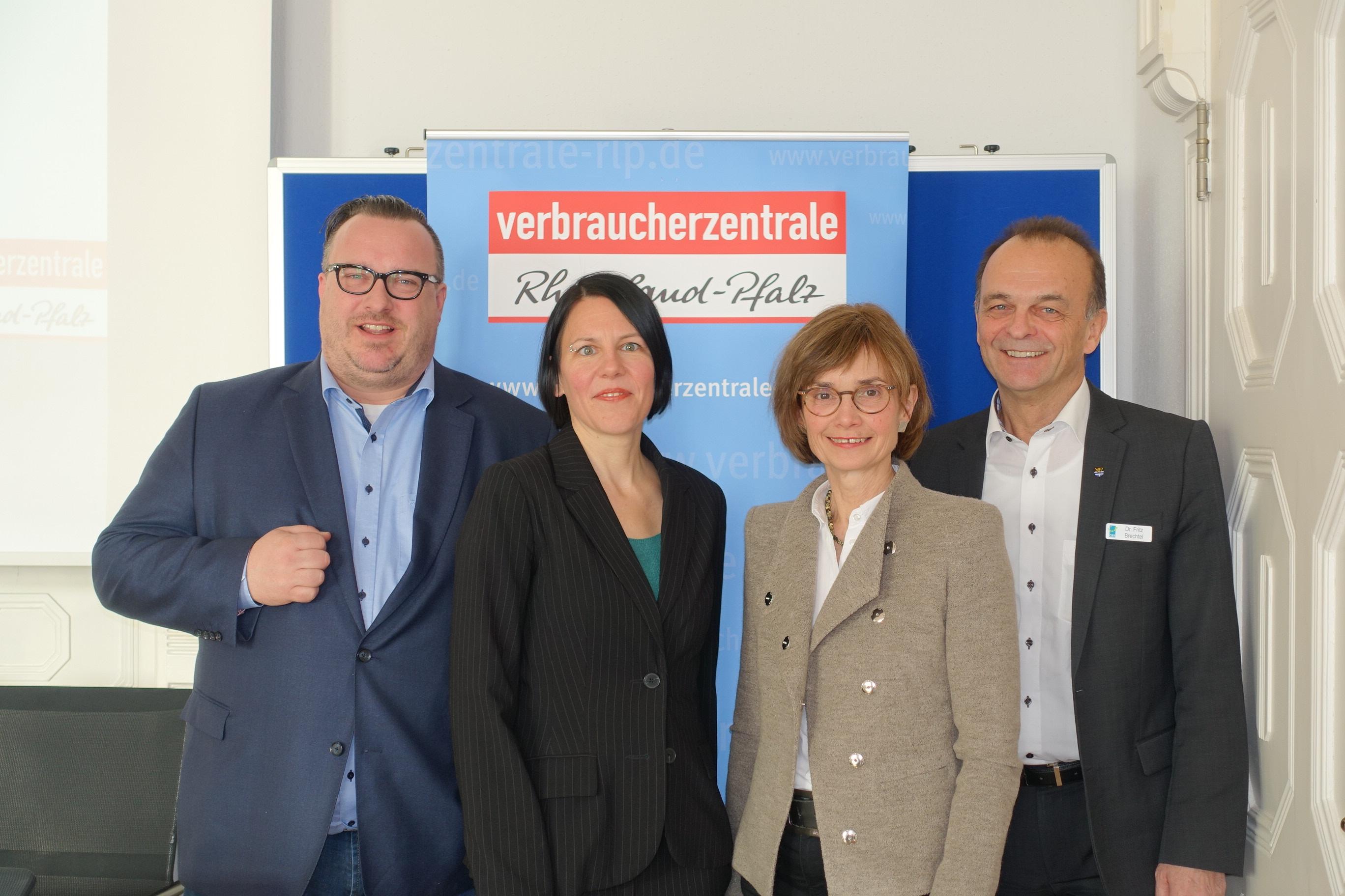 5 Jahre Verbraucherzentrale in Germersheim vli Andy Becht - Dr Julia Gerhards - Ulrike von der Lühe - Dr Fritz Brechtel
