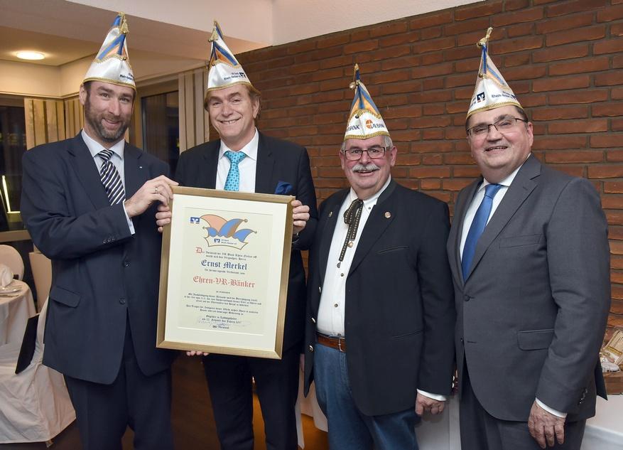 Von links nach rechts: Vorstandsmitglied Dr. Michael Düpmann, Ernst Merkel, Klaus Jesberger und Michael Mechtel (Vorstandsmitglied VR Bank Rhein-Neckar)