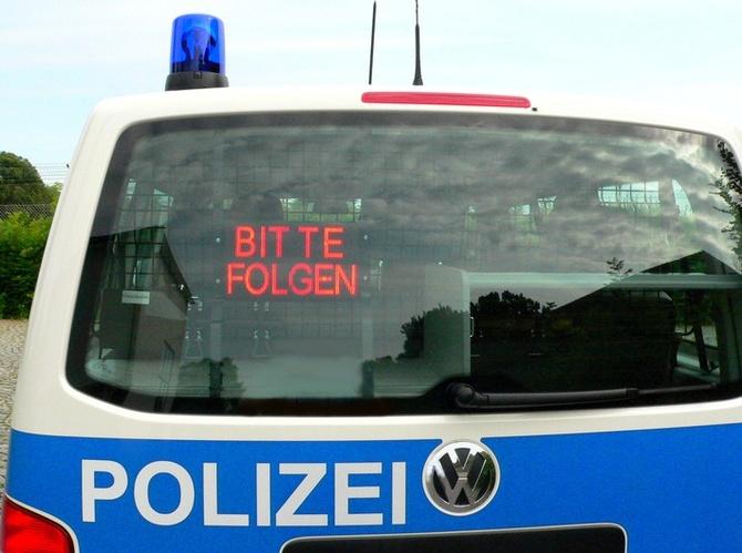 polizei bitte folgen