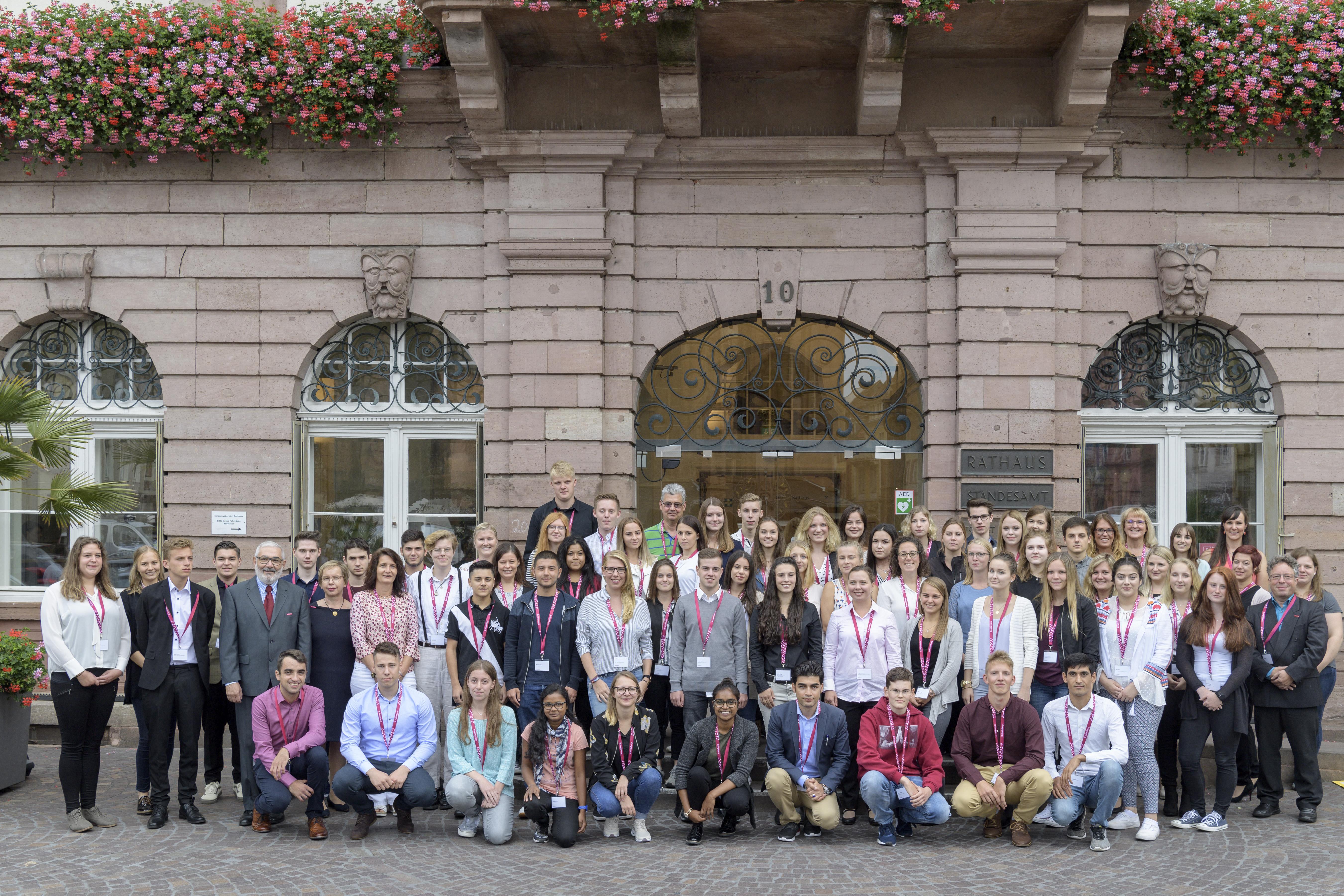 Die neuen Auszubildenden und dualen Studentinnen und Studenten bei der Stadt  Heidelberg. Foto: Philipp