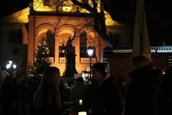 Weinheim – Weihnachten ist diesmal früher – Weinheimer Marktplatz-Weihnachtsmarkt an den ersten drei Advents-Wochenenden – Musikalisches Programm