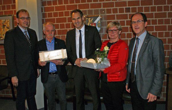 Südliche Weinstraße – Edelbert Müller aus Herxheim erhält die Ehrennadel des Landes  Rheinland-Pfalz