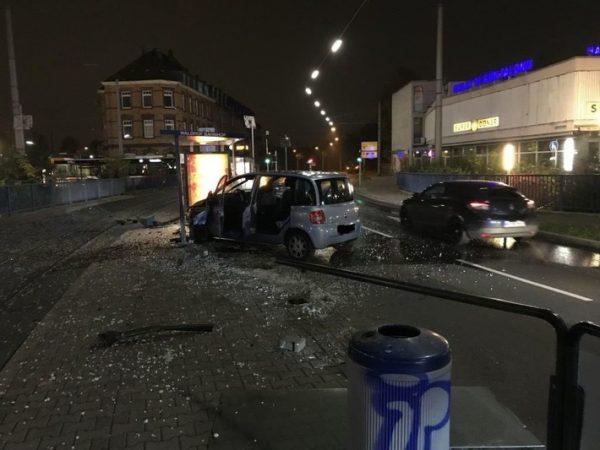 Mannheim – Pkw rast in Straßenbahnhaltestelle