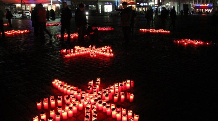 Mannheim – Caritas entzündet 1000 Kerzen auf dem Marktplatz