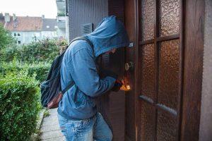 Ketsch – Einbrecher suchen Reisebüro heim