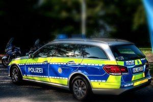 Sinsheim – Dacia-Fahrer fährt Teenager über den Fuß und flüchtet