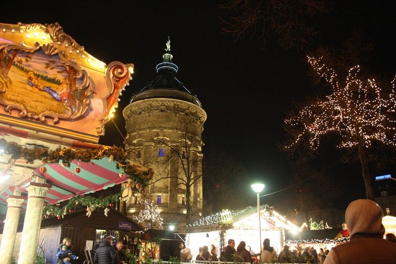 Weihnachtsmarkt Noch Geöffnet.Mannheim Weihnachtsmarkt Am Wasserturm Noch Bis Einschließlich