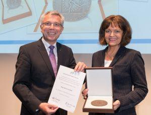 Mannheim – Höchste Ehrung der Metropolregion Rhein-Neckar – Hermann-Heimerich-Plakette für Dr. Eva Lohse