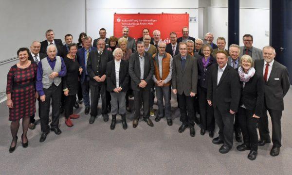 Ludwigshafen – Spendenübergabe in der Sparkasse –  Sparkassenstiftung fördert Kultur im Rhein-Pfalz-Kreis mit 14.300 Euro