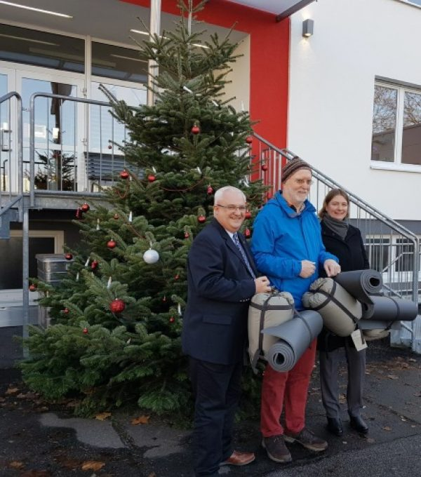 Ludwigshafen – ASB Kältehilfeaktion – Schlafsäcke für Obdachlose in Ludwigshafen – Übergabe an Haus St. Martin