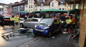 Eberbach – 2.Nachtrag Linienbus fährt gegen Hauswand – 44 Verletzte – 8 Schwerverletzte