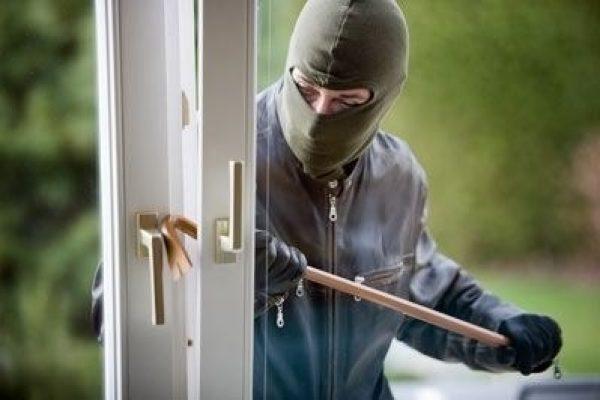 Heidelberg – Hausbesitzer überrascht Wohnungseinbrecher – Zeugen gesucht!