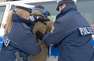 Mannheim – Auf Antrag der Staatsanwaltschaft Mannheim – Haftbefehl gegen 18-Jährigen wegen des dringenden Verdachts der versuchten gefährlichen Körperverletzung erlassen