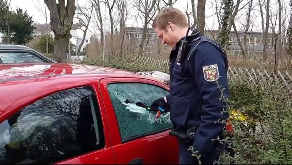 Germersheim – Polizei befreit eingeschlossenes Baby aus Auto