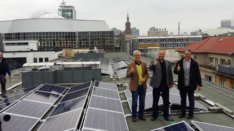 mannheim photovoltaik anlage auf dem dach von m1 erzeugt. Black Bedroom Furniture Sets. Home Design Ideas