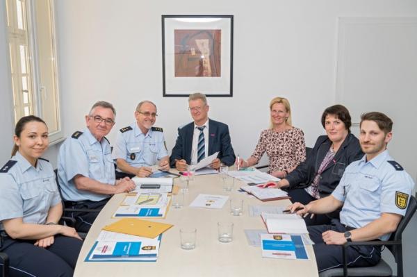 Heidelberg – Sicherheitspartnerschaft – Stadt und Polizei tauschen sich regelmäßig aus – Sicherheitskräfte besprechen sich je nach Lage, mindestens aber einmal pro Quartal